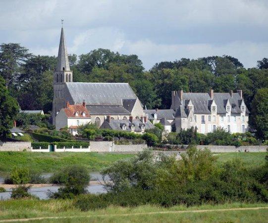 Cour sur Loire, France: Eglise