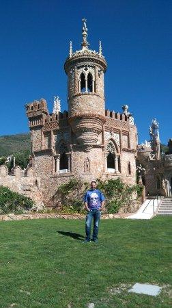 Castillo de Colomares: En el jardín con el castillo de fondo