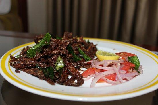 Lemon Tree Vembanad Lake Resort: chef gladwin's mouth watering nethi fish fry.. wow yummy.......