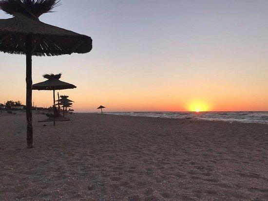 Berdyansk, Ukraine: Восход солнца, на пляже.