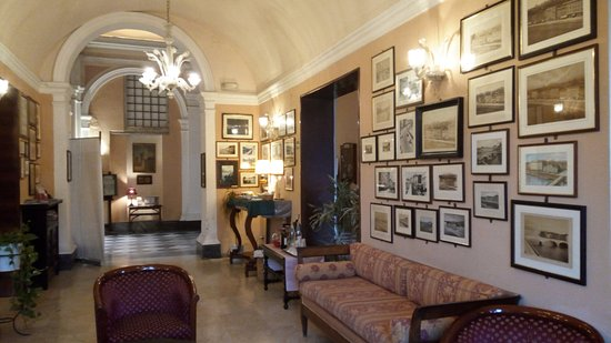 Royal Victoria Hotel : Холл