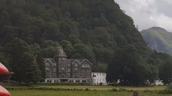 Borrowdale, UK: Hotel from pontoon on Lake