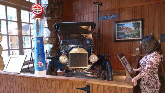 The Omni Grove Park Inn Spa: Lobby Decor