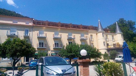 Amélie-les-Bains-Palalda, Frankrig: Face aux appartements vue des transats.