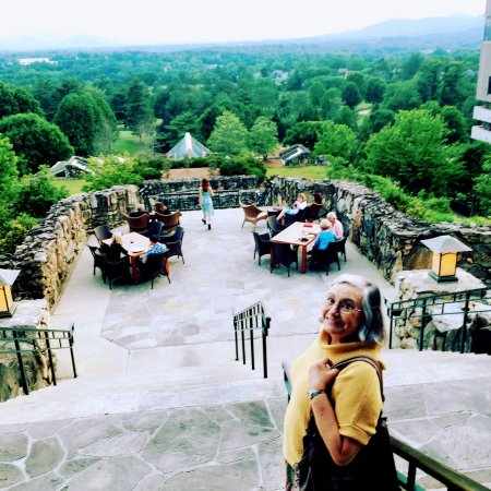 The Omni Grove Park Inn Spa: Terrace Dining with a view