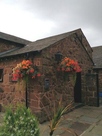 Greasby, UK: Attractive Stone Building