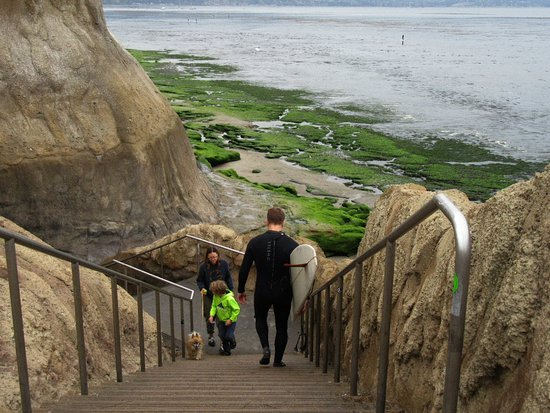 Best Western Plus Capitola By-The-Sea Inn & Suites: Nearby beach