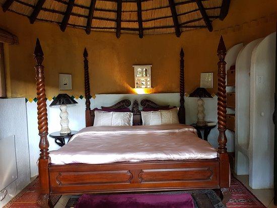 Timamoon: Amber Moon bedroom
