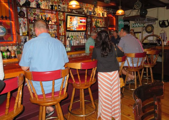 Quarterdeck Restaurant: The Bar, Very Busy With Those Waiting For a Banquette