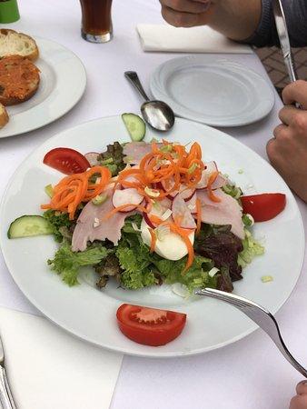 Wiesloch, Tyskland: Schrecklich 🤢🤢 Der Service grauen Haft essen wiederlich kein Geschmack Salat bitter trotz auss