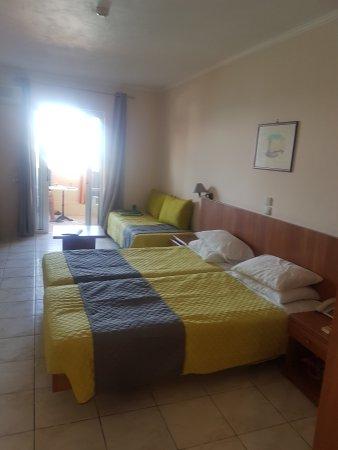 Ariadne Hotel Apartments: 20170701_174728_large.jpg