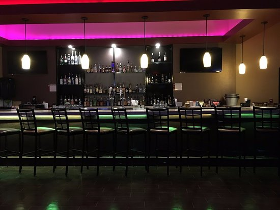 Carbondale, IL: Enjoy drinks and food at Manny's, daily!