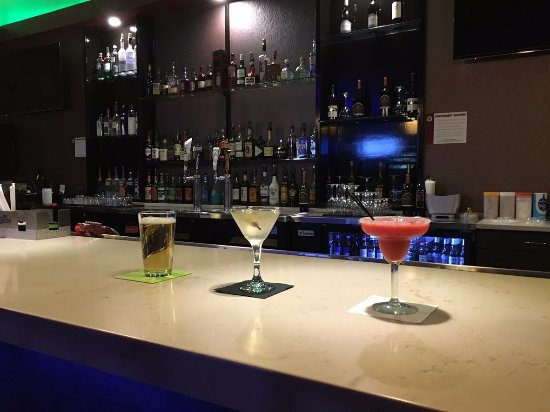 Carbondale, IL: Manny's offers Happy Hour and Daily Specials