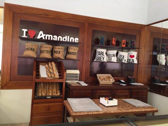 Patisserie Amandine Marrakech : Excellente pâtisserie qui vaut vraiment le détour. Accueil agréable, pâtisseries fines avec un d