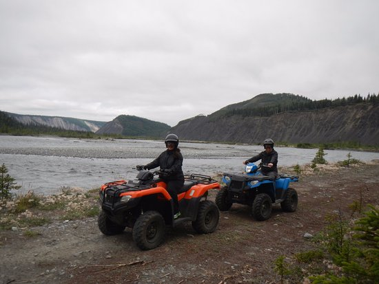 Glacier View, AK: Riding in the valley.