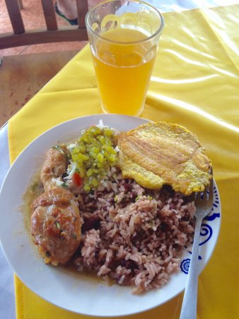 La Virgen, Costa Rica: Caribian Rice and beans with Coconut flavored chiken