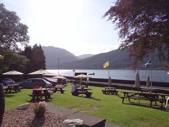 Lochside Guest House : Restaurant tout près