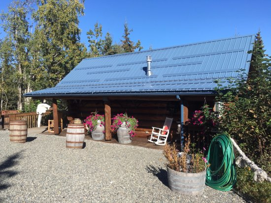 Soldotna, Аляска: The GRIZZLY CABIN, Queen bed in loft, a double, single and hide-a-bed, Sleeps 4 adults.
