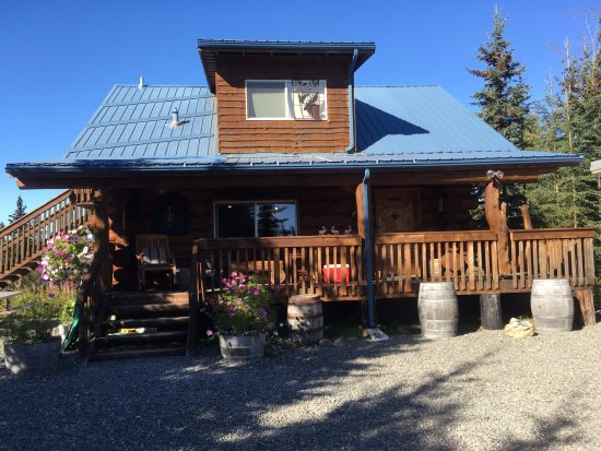 Soldotna, Аляска: The Caribou Crossing Cabins LODGE. three bedrooms, 3 bathrooms and private outside entrances.