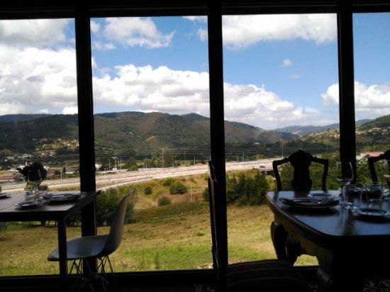 Grado, Spain: Vistas desde la mesa
