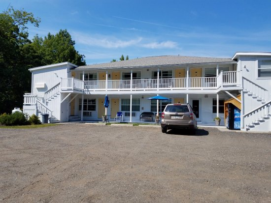 Side view with ample parking picture of schooner bay for Schooner bay motor inn