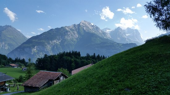 Hasliberg, Suiza: View from the backyard. Better views minutes walk away.