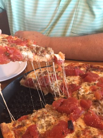 Apple Valley, CA: Cheesy Chicago pie