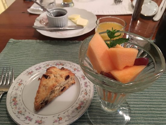 Sperryville, VA: home made scones with berry/cardamom jam + fruit