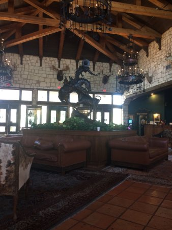 Y O Ranch Hotel & Conference Center: Lobby