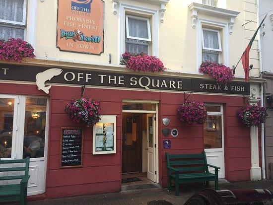 Off The Square Restaurant: photo0.jpg