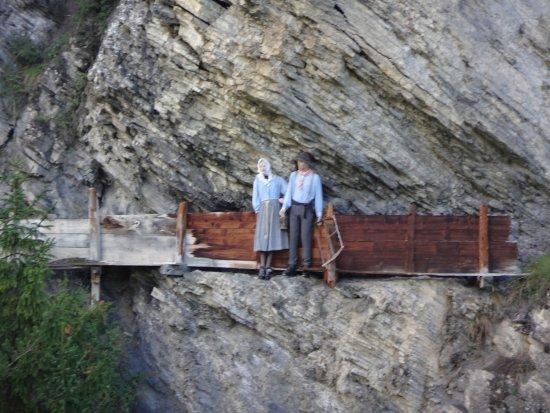 Saviese, Switzerland: Nachgestellte Szene vom Bau