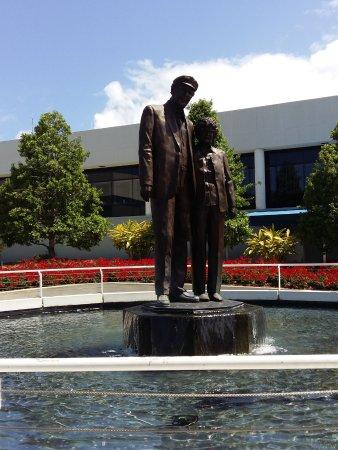 Dale Earnhardt Sr. Statue : Daytona