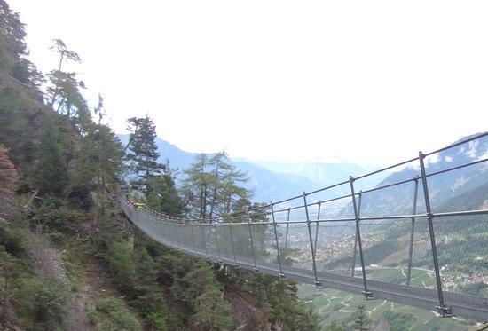 Saviese, Switzerland: Ein der Hängebrücken