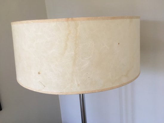Tamborine Mountain, Australia: Stained lampshade cover