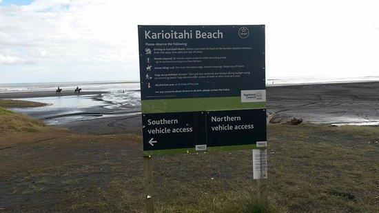 Waiuku, Nueva Zelanda: Sign at beach entrance