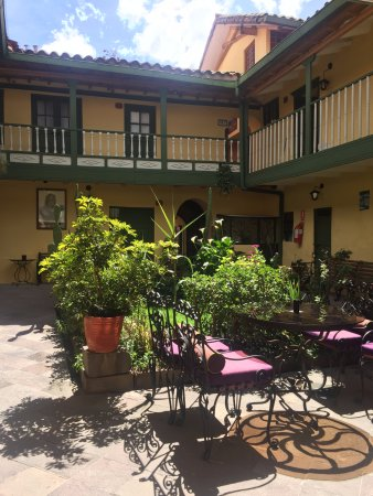 Amaru Hostal: Interior gardens