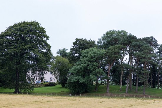 Drochil Castle Farmhouse: Good place to stay even on a dreich grey day