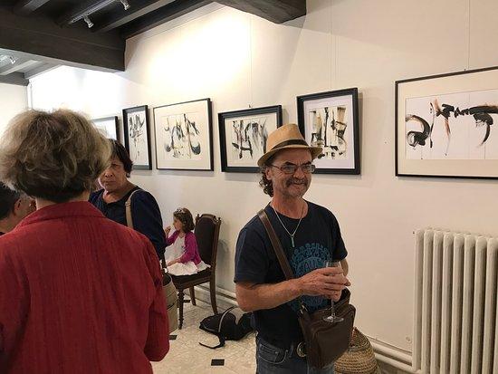 Expositions d'artistes à l'Espace du château La Croix-Davids au cœur du village de Bourg à proxi