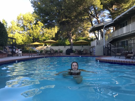 Country Inn: Great pool area