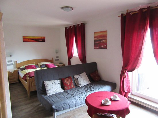 Halsenbach, Alemania: Spacious double room