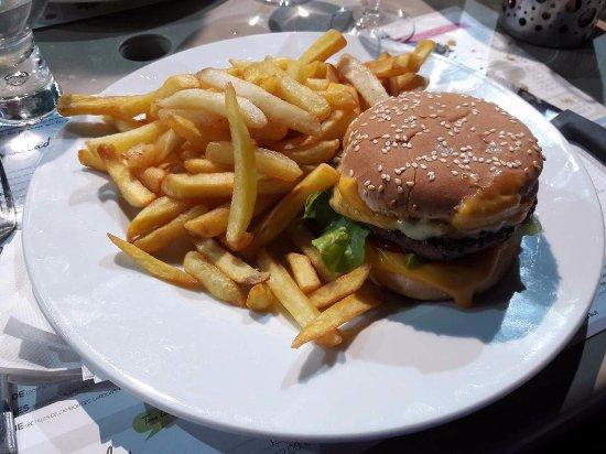 Cornillon-Confoux, Francia: Burger