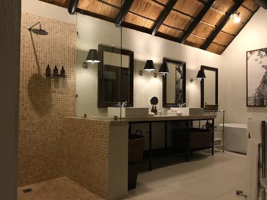 Заповедник Лондолози, Южная Африка: our room was fantastic!