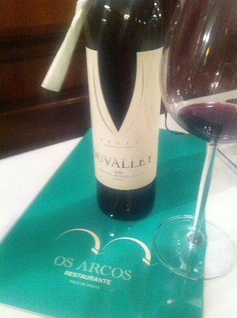 Paco de Arcos, Πορτογαλία: Um Duvalley a acompanhar uma refeição muito completa.