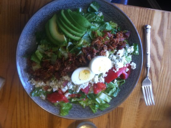 Los Olivos, Califórnia: Cobb salad - Ben Venuti picture