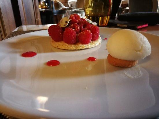 La Chapelle-en-Serval, Francia: Des desserts de très haute qualité grâce à Marine... Des cocktails improvisé grâce à Ludo... Les