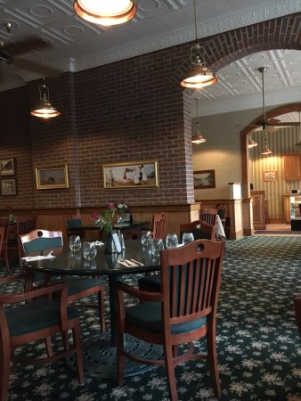 Clifton Springs, NY: Main dining area