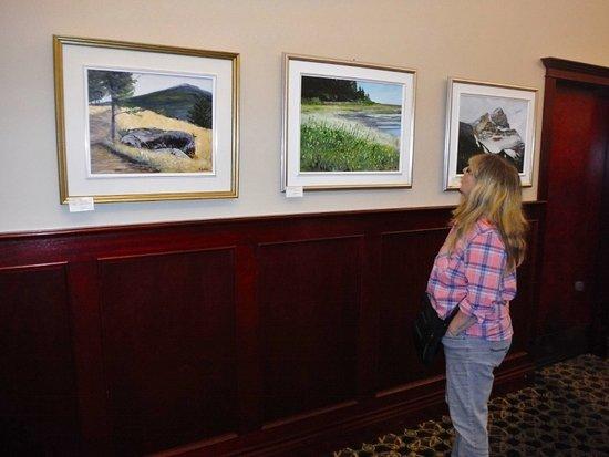 Courtenay, Καναδάς: VIEWING ART WORK FOR SALE