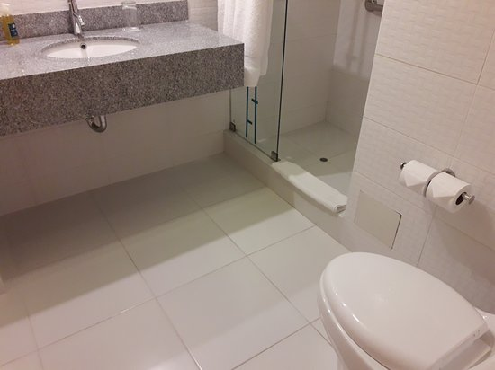 Hotel ibis Styles Lima Conquistadores: 20170807_234746_large.jpg