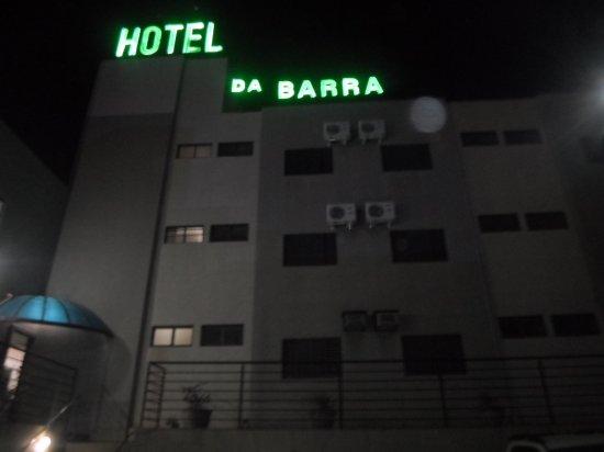 Sao Joaquim da Barra, SP : Foto tirada do estacionamento do hotel já anoitecendo, letreiro que pode ser visualizado da Rodo