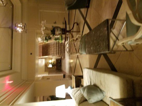 Hotel Monteleone: 20170801_181741_large.jpg